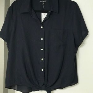 Navy tie front top really nice , 💯 polyester